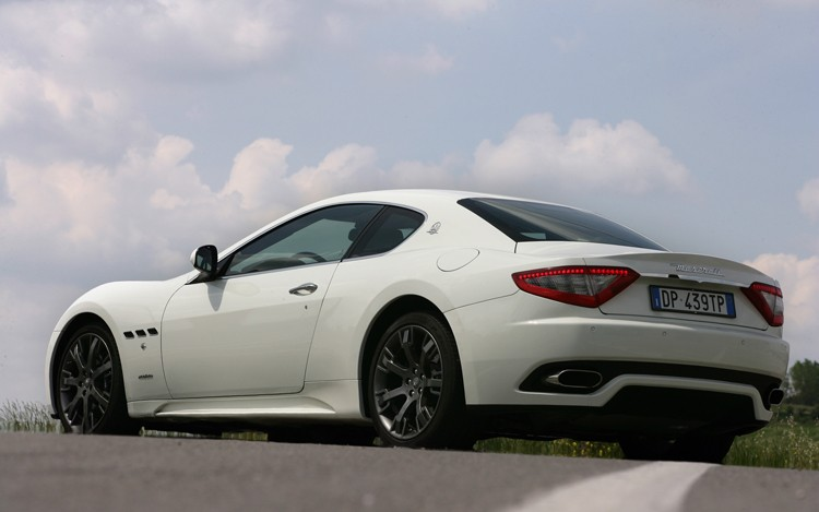 112_0808_06z+2008_maserati_GranTurismo_s+rear_three_quarters_view.jpg