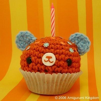 Happy%20Birthday%20Etsy-Amigurumi%20Cupcake%20bear.jpg